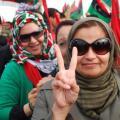 Donne festeggiano la liberazione della Libia