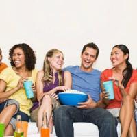 Fai uno sforzo consapevole per fare nuove amicizie