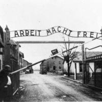 L'ingresso del campo di sterminio di Auschwitz