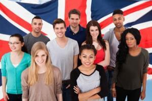 Studenti e bandiera inglese