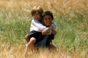 """Michele e Filippo, protagonisti del romanzo, in una foto scattata sul set del film """"Io non ho paura"""""""