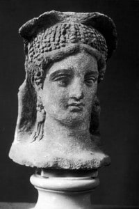 Busto di terracotta di donna etrusca