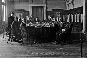 Giolitti durante una riunione del Consiglio dei Ministri