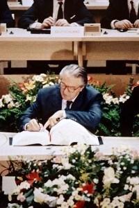 La frima dei ministri francesi del trattato di Maastricht il 7 febbraio 1992