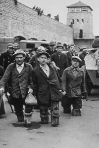 Alcune delle vittime del campo di concentramento di Mauthausen (Austria)