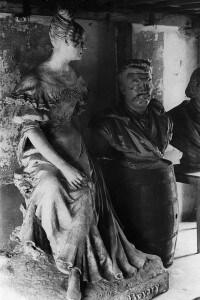 Statua raffigurante Emma Bovary