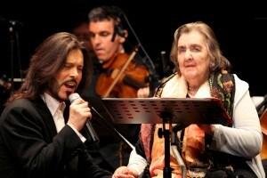 La poetessa Alda Merini (a destra) e il cantante Giovanni Nuti