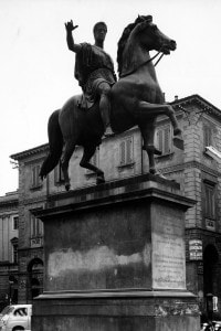 Statua equestre rappresentante Carlo Alberto