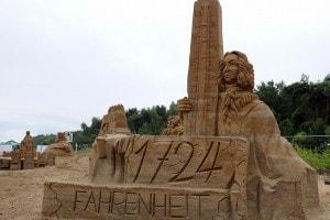 Scultura di sabbia ritraente Gabriel Fahrenheit