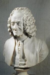 Mezzo busto in marmo di Voltaire realizzato da Jean Antoine Houdon
