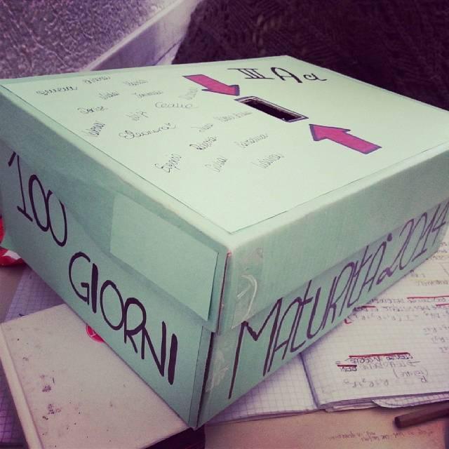100 giorni: le scatole per raccogliere i soldi. Foto da Istagram