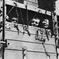 Ebrei prigionieri dietro al filo spinato