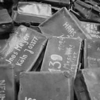 Valige accatastate ad Auschwitz
