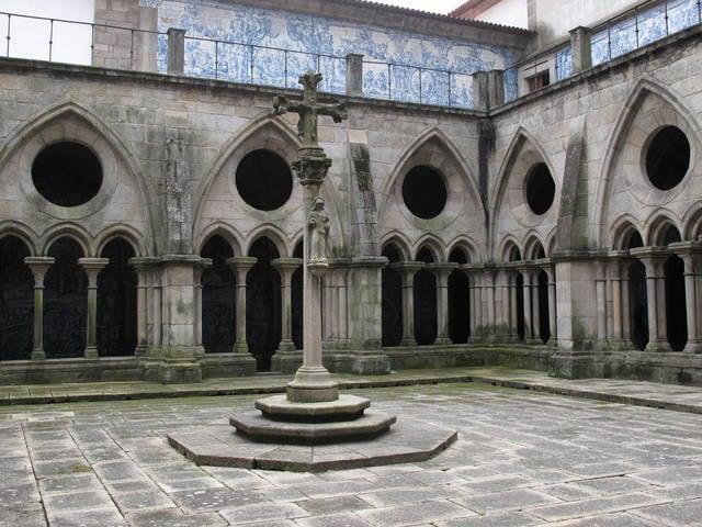 Cattedrale di Porto: chiostro in stile gotico