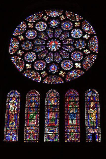 Vetrata gotica della Cattedrale di Chartres in Francia