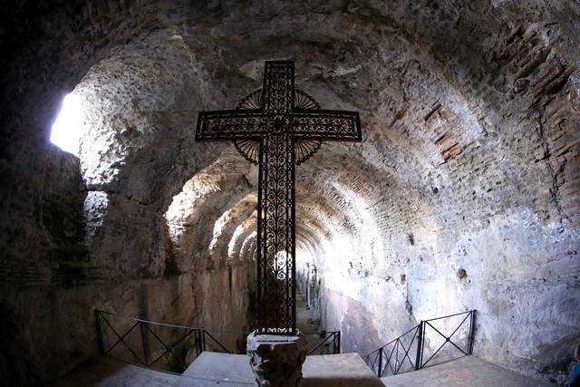 Croce nelle catacombe romane di Castel Gandolfo