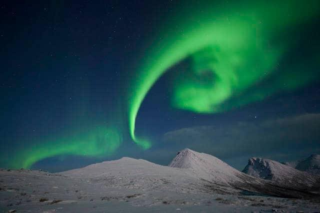 Aurora boreale a forma di spirale
