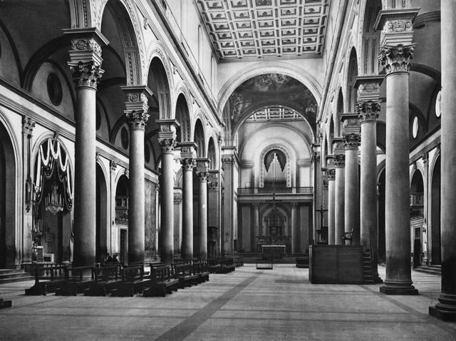 Navata della Chiesa di San Lorenzo progettata da Brunelleschi