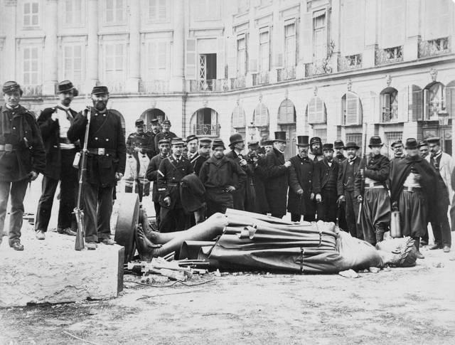 Colonna di Napoleone abbattuta in Place Vendome