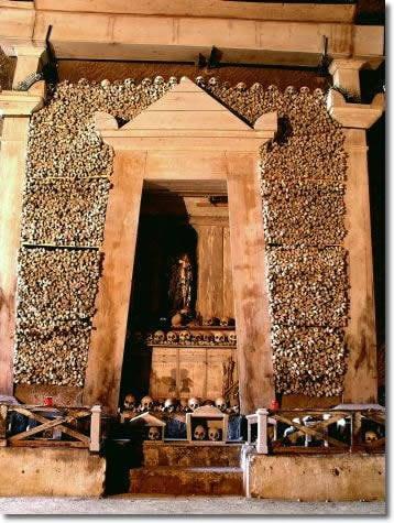 Cimitero delle fontanelle, Napoli