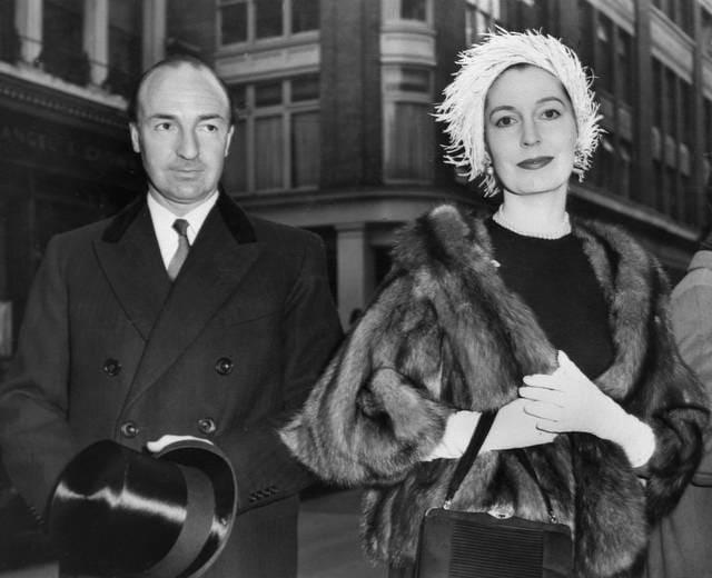 Guerra Fredda: scandalo e spionaggio di Profumo e sua moglie Hobson