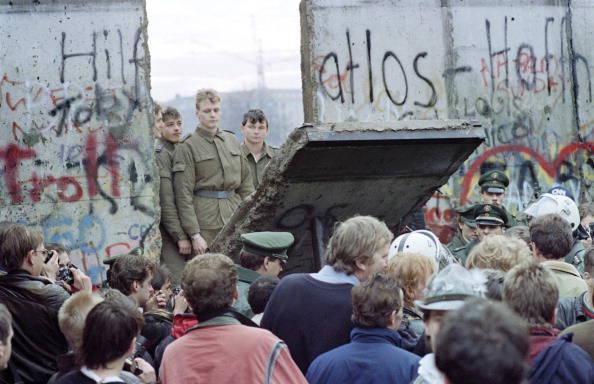 Crollo del Muro di Berlino | Le 50 date più importanti della storia | Studenti.it