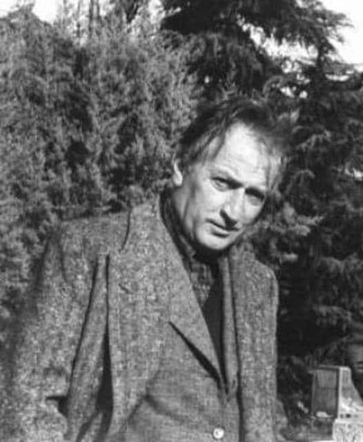 """Gianni Rodari-""""L'albero dei poveri"""", """"Il magico Natale"""", """"Lo zampognaro""""; """"Il pianeta degli alberi di Natale"""""""