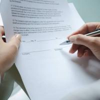 4) In quali casi e con quali modalità il padrone può rescindere il contratto?