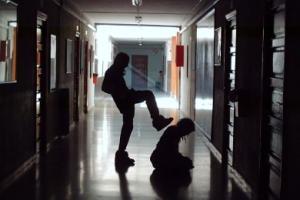 Cause del bullismo: perché si manifestano certi atteggiamenti?