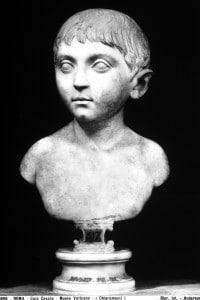 Busto di Giulio Cesare da bambino: opera conservata al Museo Chiaramonti dei Musei Vaticani