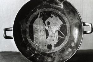 Parte interiore di una coppa raffigurante Agamennone e Briseide