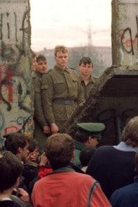 9 Novembre 1989: il momento dell'abbattimento del muro di Berlino