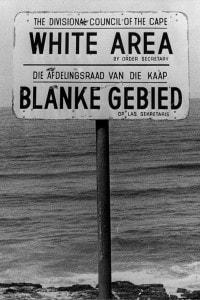 Cartello che indica l'area riservata ai bianchi durante il regime dell'apartheid