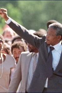 Foto di Nelson Mandela dopo la sua liberazione l'11 febbraio del 1990