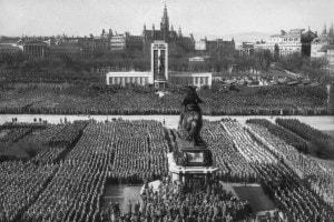 Una delle manifestazioni di massa del Nazismo durante il Terzo Reich