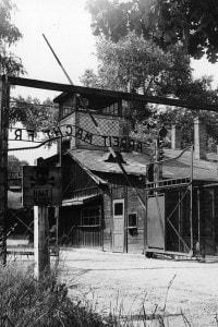 L'ingresso della caserma di Auschwitz
