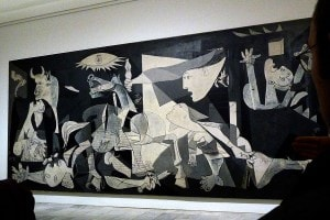 Il Guernica di Picasso. Quadro che vuole ricordare la devastazione della città di Guernica nel 1937 durante la Guerra Civile spagnola.