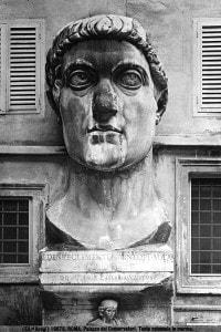 Testa colossale in marmo dell'imperatore Costantino