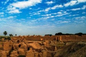 I resti delle mura di Babilonia, una delle sette meraviglie del mondo antico