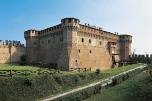 Il Castello di Gradara, dove è ambientata la storia di Paolo e Francesca raccontata nel quinto canto dell'Inferno