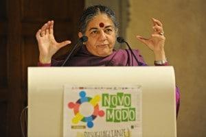Foto di Vandana Shiva, una delle più importanti attiviste contro la fame nel mondo