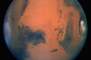 Una suggestiva immagine del pianeta Marte ripresa dal telescopio spaziale Hubble