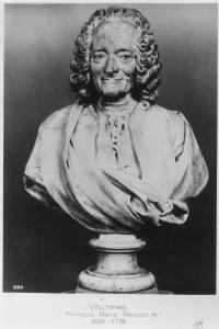 Mezzo busto raffigurante il filosofo Voltaire