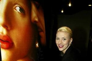 """Scarlett Johansson è """"La ragazza con l'orecchino di perla"""""""