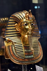 Maschera d'oro rinvenuta nella tomba del faraone bambino