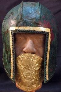 Elmo di un soldato rinvenuto a Pella, città natale di Alessandro