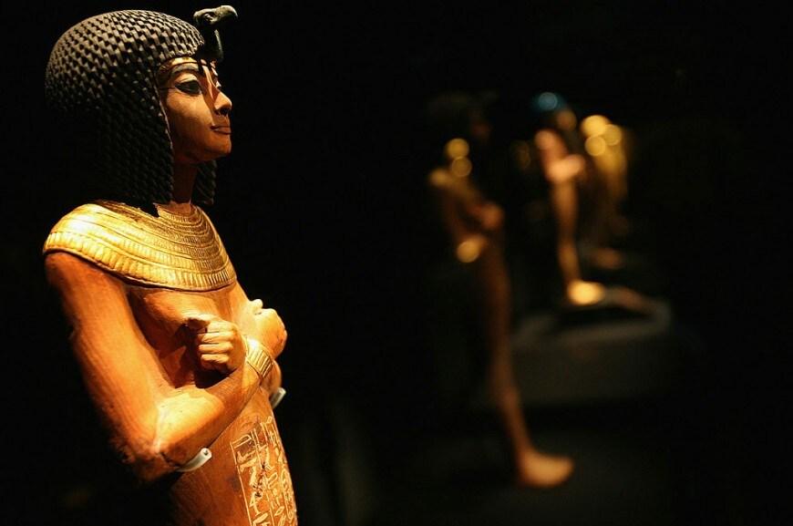 Statua del giovane faraone