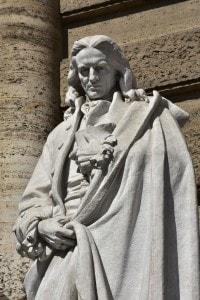 Statua di Giambattista Vico, protagonista dell'Illuminismo italiano per cui la storia può essere analizzata attraverso il metodo scientifico