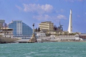 Vista della città di Sebastopoli dal mare