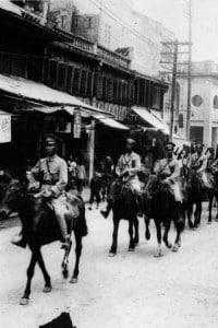 Chiang Kai-shek alla guida di un gruppo di soldati
